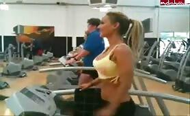 Aileen-Taylor - Ailine beim Fitnesstraining