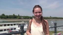 College teenager Mia wird von einen grossen Schwanz gefickt